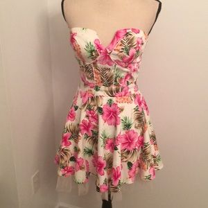 NWT strapless dress small🎉HP🎊